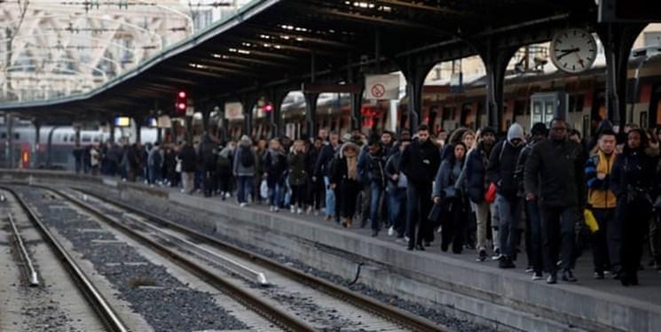 عقب نشینی جزئی پاریس در برابر معترضان؛ اصلاح بازنشستگی اجرا می گردد