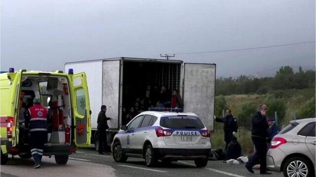 41 پناهجو زنده در یک کامیون یخچال دار در یونان پیدا شدند