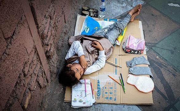 هدیه 500 هزار تومانی بنیاد مستضعفان به بچه ها یتیم ایلامی