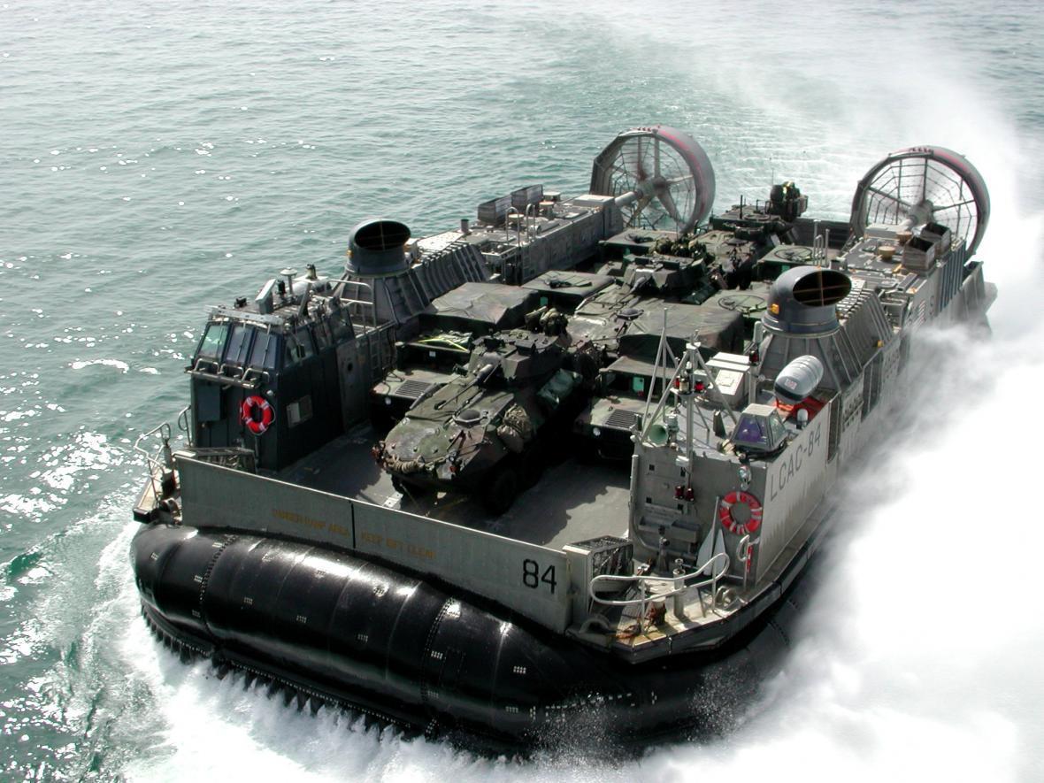 عملیات رزمی هواناو های آمریکا در خلیج فارس