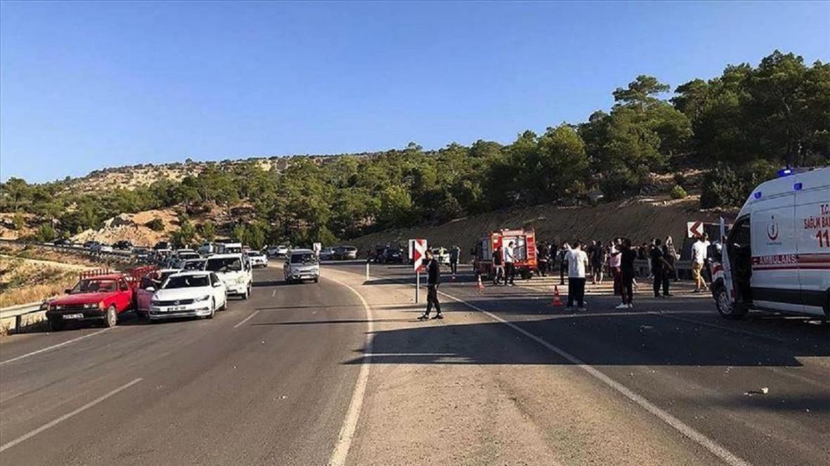 بیش از 30 کشته و زخمی در واژگونی اتوبوس حامل سربازان ترکیه در جنوب این کشور