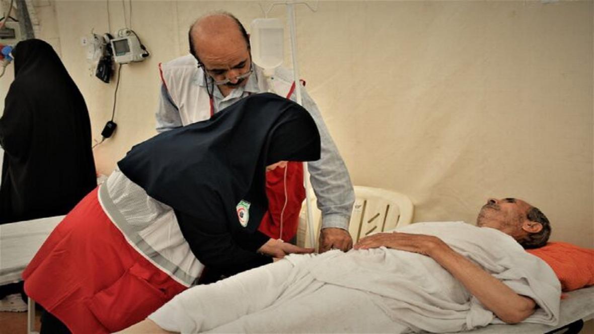معاینه 1130 بیمار در نهبندان و خاش توسط پزشکان داوطلب هلال احمر