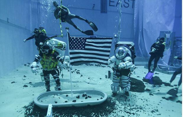 آزمایش لباس فضانوردی زیر آب