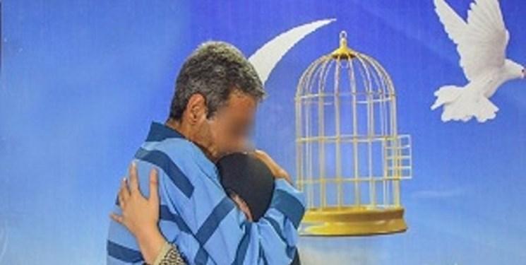 جوان زندانی را به آغوش خانواده برگشت