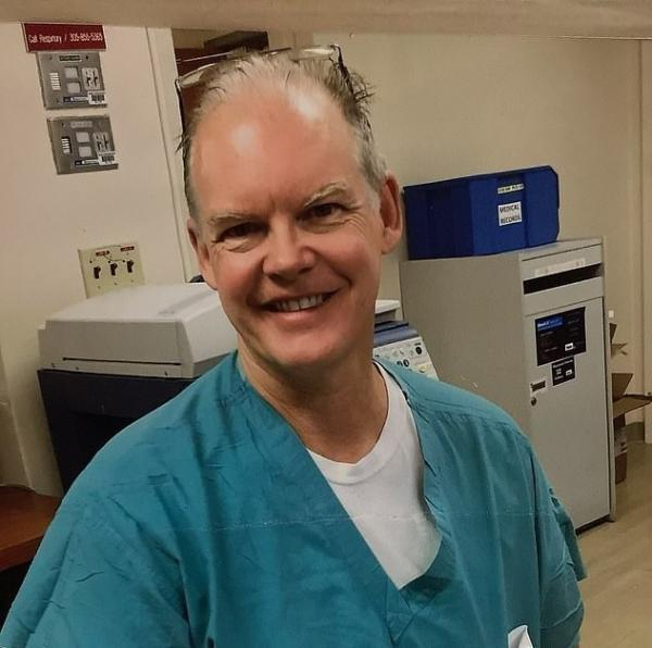 مرگ پزشک آمریکایی بر اثر تزریق واکسن فایزر