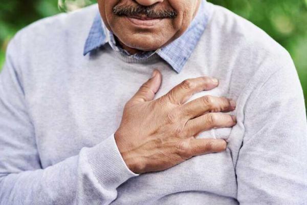 8 درد در ناحیه قفسه سینه که با حمله قلبی اشتباه می گیریم