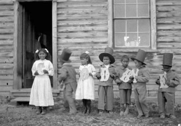 کشف گورجمعی بچه ها بومی کانادا، نبش قبر از یک نسل کشی فرهنگی