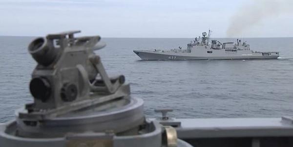 شلیک اخطار کشتی جنگی روس به سمت ناو انگلیسی